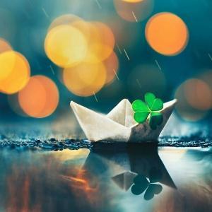 一只漂泊的小船