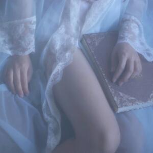 你踩我的裙子了